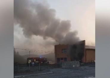 """В Закарпатье утром тушили пожар возле отеля """"Прага"""""""