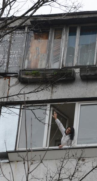 Мукачево. Падіння жінки пом'якшив дах балкону на першому поверсі