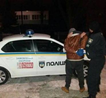 """Поліцейські охорони Закарпаття затримали крадія електроінструментів """"на гарячому"""""""