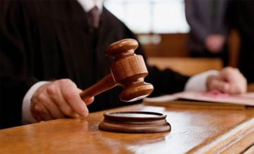 """Суд в Ужгороді сьогодні вирішить """"хабарницьку справу"""" екс-декана УжНУ"""