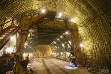 Гройсман: Бескидський тунель здадуть в експлуатацію за 100 днів