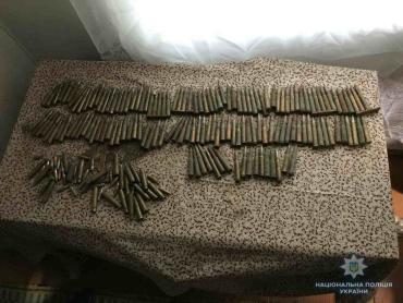 Під час обшуку оселі жителя села Забрідь Великоберезнянського району працівники поліції виявили та вилучили 167 патронів до нарізної зброї різного калібру.