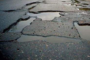 Головна причина жахливого стану автодоріг у Закарпатті - недостатнє фінансування на рівні держави.