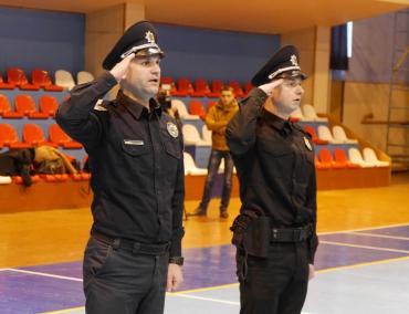 Вісім нових працівників патрульної поліції сьогодні в Ужгороді урочисто склали присягу на вірність народу України.