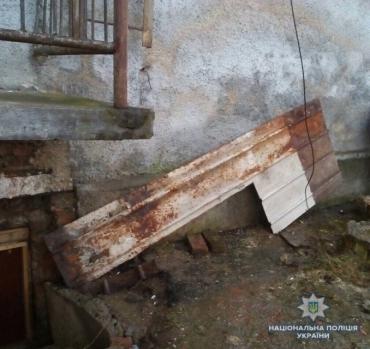 Працівники Свалявського відділення поліції на території навчального закладу затримали місцевого мешканця, який намагався викрасти металеві листи. За фактом крадіжки розпочали кримінальне розслідування.