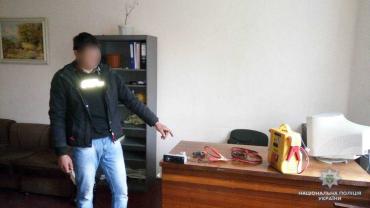 На Закарпатті молодик обікрав автівку свого односельчанина на майже 8 тис. грн