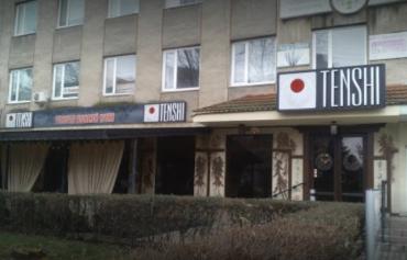 """В Ужгороді в ресторан TENSHI кинули """"коктейлі Молотова"""""""