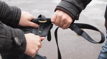 Ужгородця, який побив жінку та відібрав у неї сумочку з грошима та документами, затримали