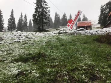 В последний день весны Драгобрат заметает снегом