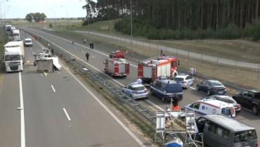Микроавтобус с украинцами врезался в грузовик, есть жертвы