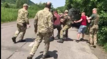 """В Закарпатье пограничники дали комментарий о """"возмутительной"""" ситуации с задержанием двух мужчин"""