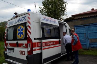 """В Закарпатье компания молодых ребят напала и жестоко избила врача """"скорой"""" помощи"""