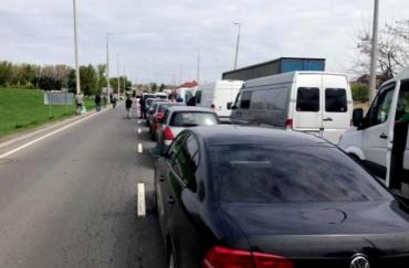Количество машин на границе с двумя государствами в Закарпатье превышает три сотни