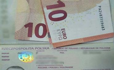"""Евро """"подарок"""" от иностранца пограничник в Закарпатье не оценил"""