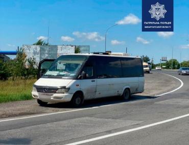 В Ужгороді автобуси їздять переповненими, не дотримуючись карантинних норм