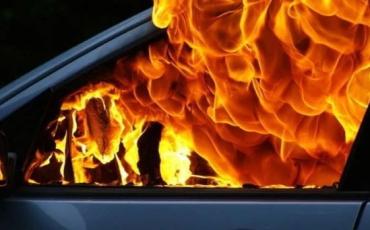 На Закарпатті спалахнули два легкові автомобілі — без жертв