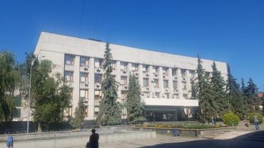 Із цього будинку на Поштовій в Ужгороді потрібно викурити всіх щурів!