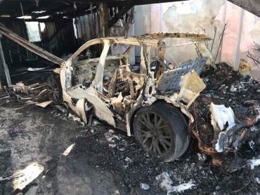 В Ужгороде неконтролируемый пожар оставил от машины только контур