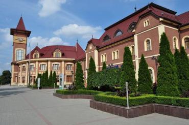 В Ужгороді на залізничному вокзалі знову можна придбати квитки на потяги