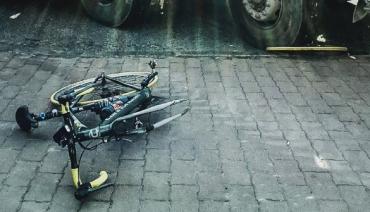 В Закарпатье девочка на велосипеде подверглась нападению взрослого мужчины, который избил ее до сотрясения мозга