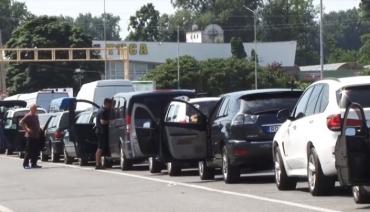 В Закарпатье на границе с Венгрией фиксируют огромное количество водителей