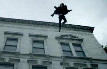 После падения с седьмого этажа парень отделался переломами