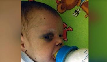Мать жестоко избила ребенка / скриншот с видео СМИ