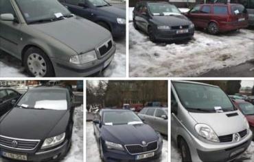 Машины на иностранных номерах покинутые в Захоне на вокзале вывезут