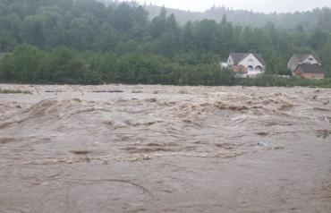 Закарпаття. Води річок регіону стрімко піднімаються, загрожуючи затопити низинні райони