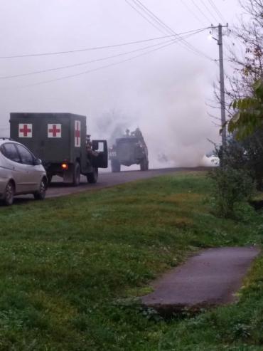 Паника возле Мукачево: Военные со спецтехникой останавливают каждый автомобиль