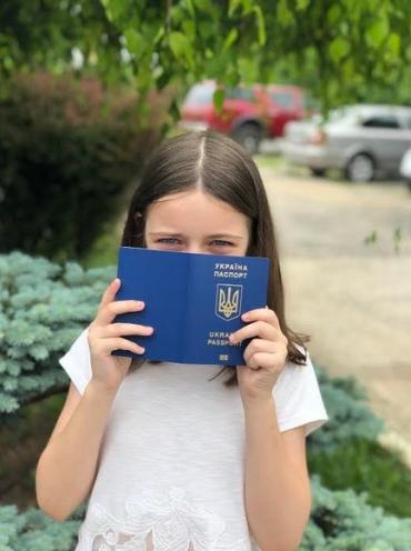 Мешканці Закарпаття! Збираєтеся з дитиною за кордон – подбайте про паспорт!