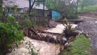 Змучене негодою Закарпаття знову очікує на потужні зливи, грози та град