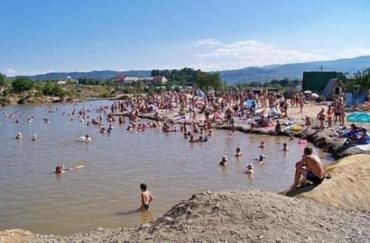 """""""Мертве море"""" Закарпаття вже приймає відпочивальників! Не пропустіть це літо"""