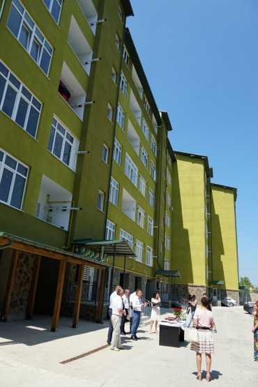 Ключі від квартир отримали два десятки молодих родин у столиці Закарпаття