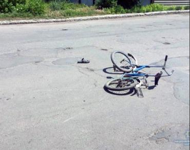 """Закарпаття. Юний """"шалун"""" на велосипеді потрапив під автомобіль"""