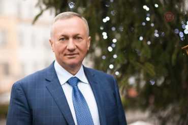 Декларуючи мільйонні статки, брат мера міста Ужгорода Андріїв підкуповує виборців півтисячами гривень