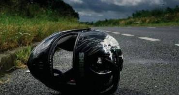 """Закарпаття. Двоє молодиків на мотоциклі на шаленій швидкості """"злетіли"""" з дороги прямо в лікарню"""