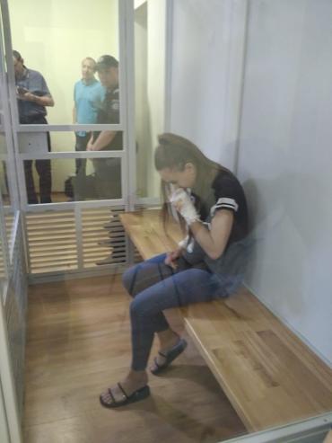 В Ужгороді обирають міру запобіжного заходу дівчинці-мажорці, з вини якої людина потрапила в реанімацію