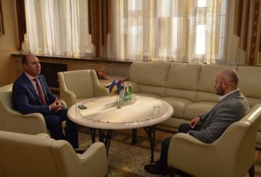 Губернатор Закарпаття домовився з Почесним консулом Хорватії про відпочинок юних краян у Європі