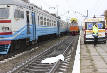 Пасажирський поїзд, що курсує на Закарпаття, протягнув збиту людину декілька десятків метрів!