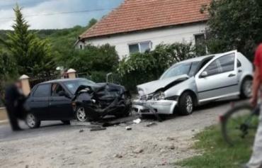 Закарпаття. Дорожня аварія на Берегівщині пошкодила два легковики — обійшлося без жертв