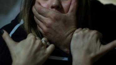 В Закарпатье бедолагу, которую изнасиловали 3 уродов, затащили в подвал и снимали весь процесс на телефон