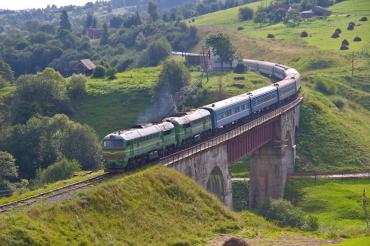 Добратися додому мешканцям Закарпаття та Франківщини залізниця вже не допоможе!