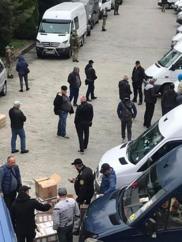 """Очільник Закарпаття: На КПП """"Тиса"""" за розмитнення товару за три дні заплатили 3 млн 745 тис гривень (ФОТО)"""