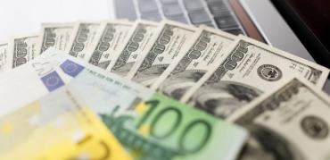 Долар та євро різко рвонули догори