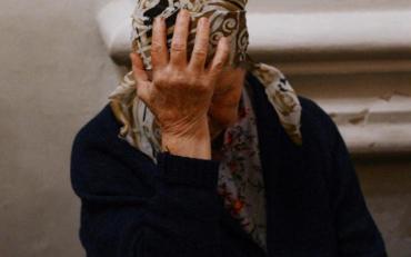 В Херсоне прямо на улице изнасиловали и забили до смерти пожилую женщину