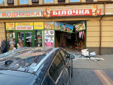 Полицейские пролили немного света на вчерашнее ДТП с девушкой на кроссовере в Закарпатье