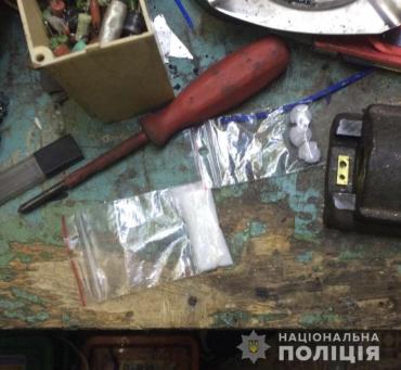 """Метамфетамін та сильнодіючий """"ЛСД"""" знайшли у краянина вдома правоохоронці Закарпаття"""