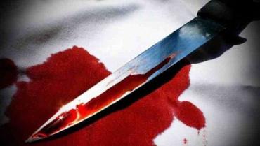 На Закарпаті — кривавий сімейний конфлікт. Жінка всадила чоловіку ніж у шию!