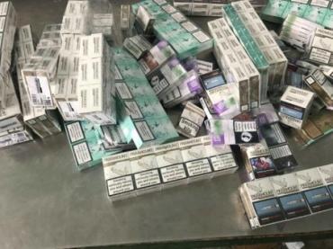 У сусідів Закарпаття митники знайшли у вантажівці велике громаддя контрабандного курива із України